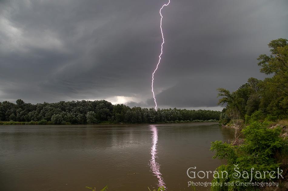 fotografija prirode, munje, nevrijeme, oluja, rijeka, drava